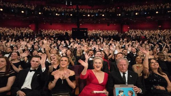Oscars_2019_crowd_photo_940x530.jpg